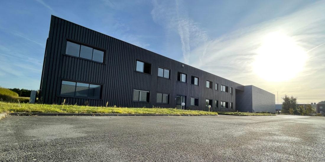 Nouveaux locaux de CUIR à Libercourt, proches de l'A1. Cuir, concepteur de machines depuis 1932 - Impression et découpe sur du carton ondulé - Flexographie